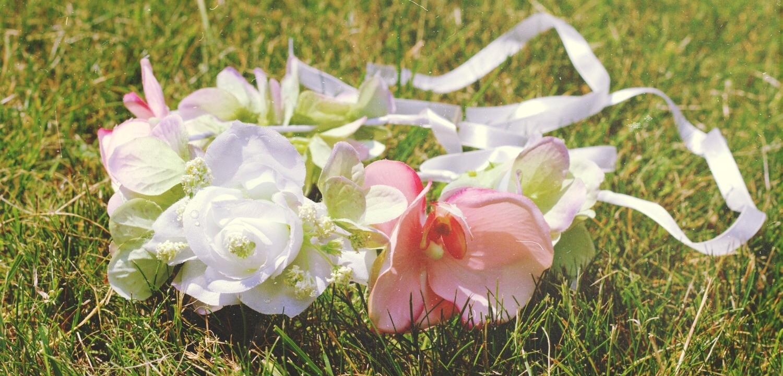 Dikke Mode: Zo maak je in no time een trendy bloemen haarband