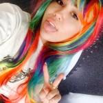 Miley Cyrus met regenboog haar