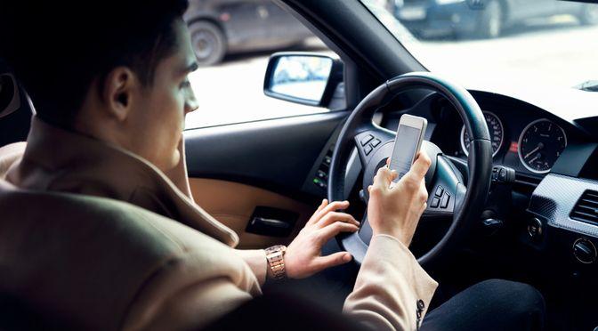 Meer verkeersongelukken door social media