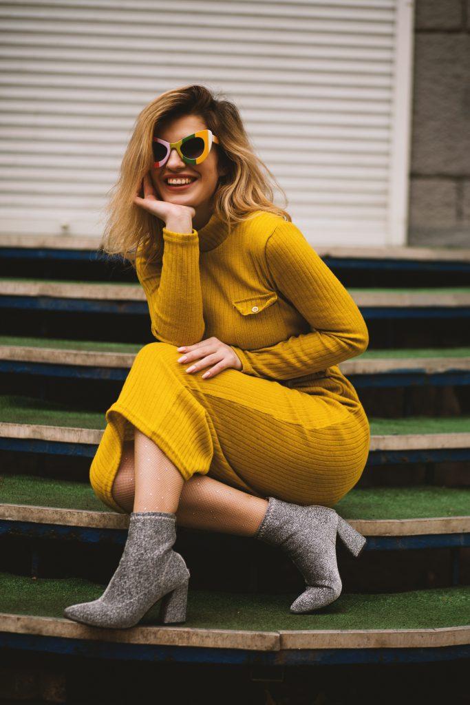 Lentegeel waar je vrolijk van wordt  gele jurkjes