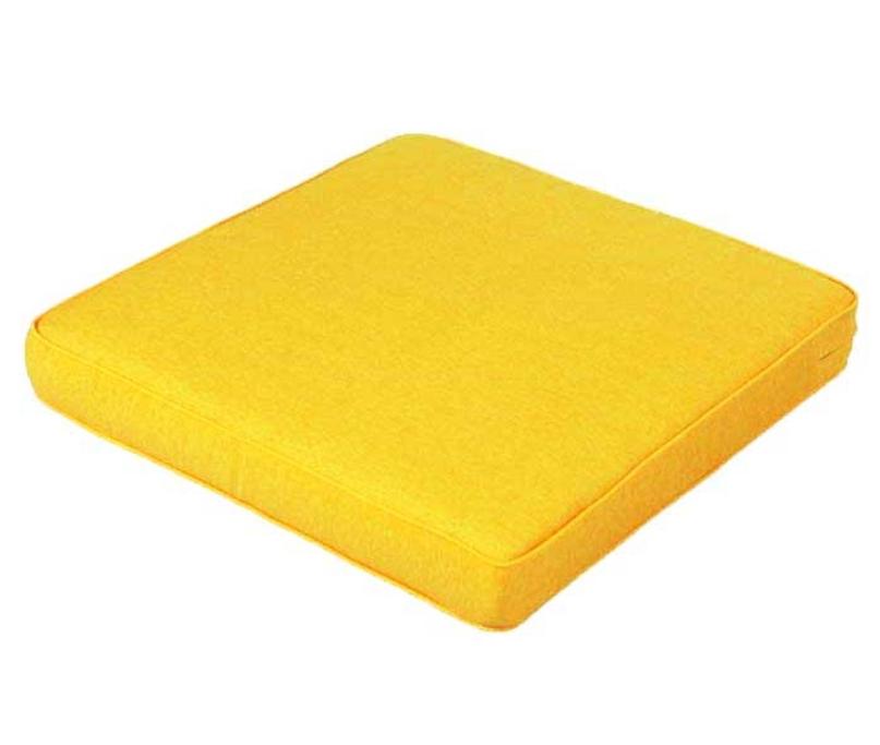 Vier de zomer op een loungekussen - tuinkussen geel