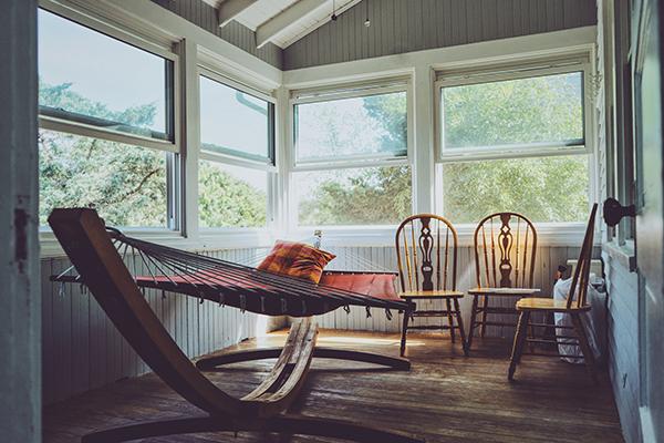 Een hangmat in huis