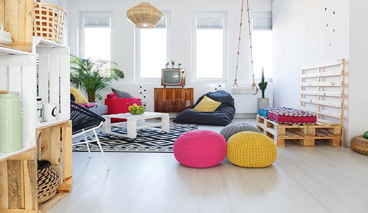 Gekke decoratie in huis een schommel in de woonkamer trend