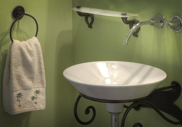 Kleur in je badkamer - groene muur