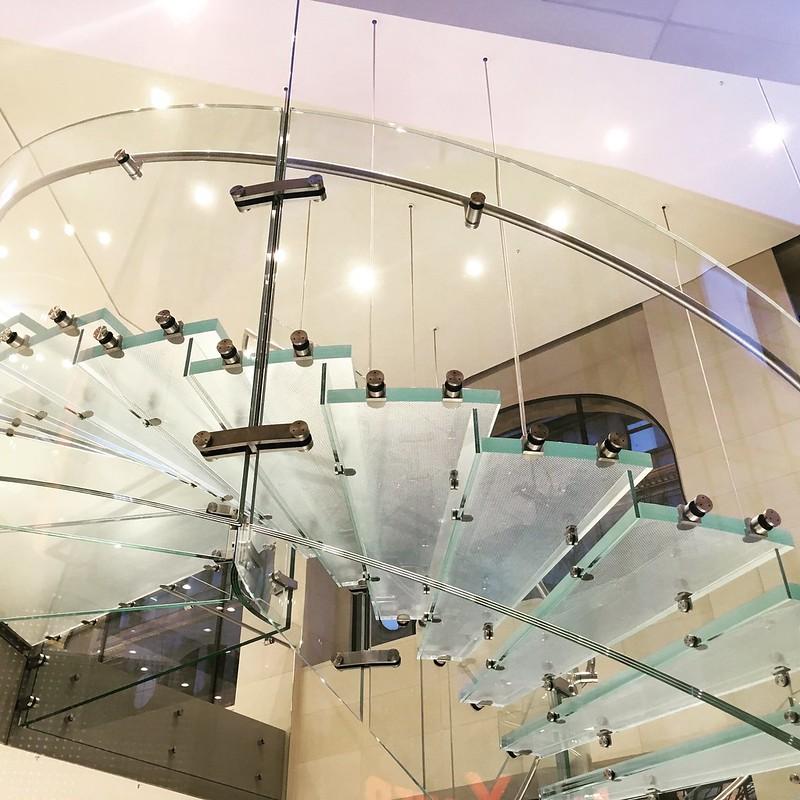 Een glazen trap