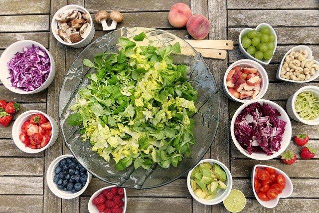 Een salade met minder mooie groenten