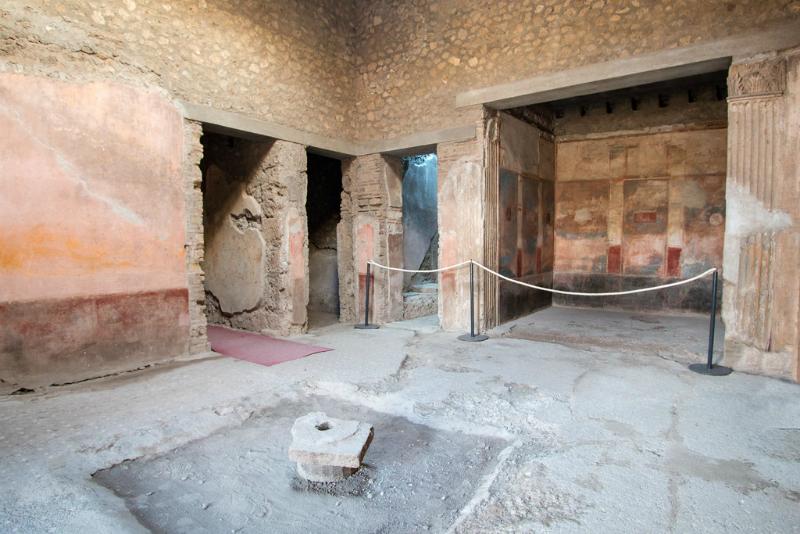 Vakantiegangers nemen souveniers mee uit Pompeii