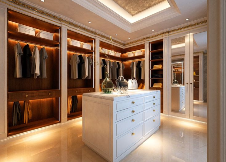 walk-in closet met schuifdeuren