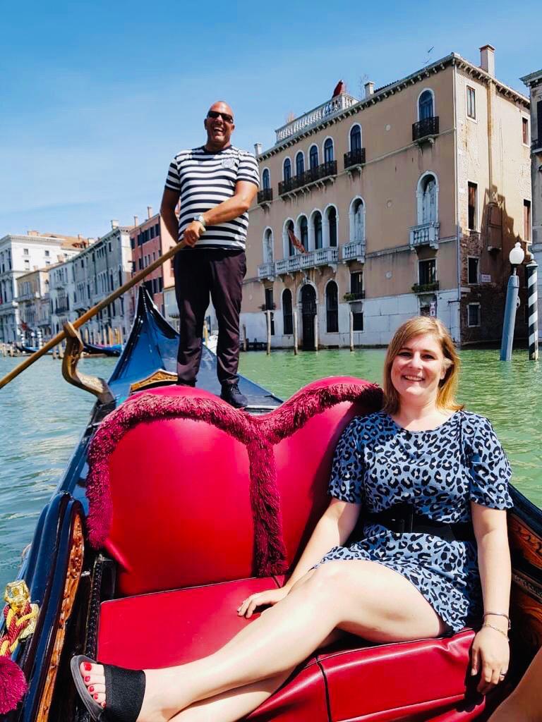 Met een gondel over de grachten van Venetië