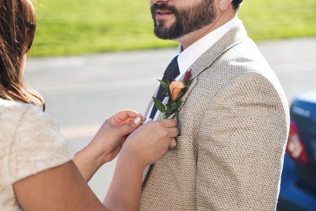 Verschillende stoffen voor je trouwpak - 2020 trend