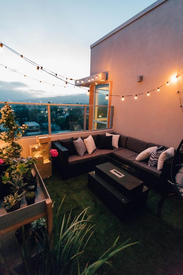 Kunstgras voor het balkon