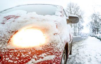 Een houten garage voor auto's - de perfecte winterjas!