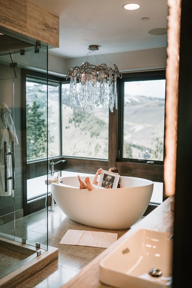 Badkamertrends 2021 - een vrijstaand bad