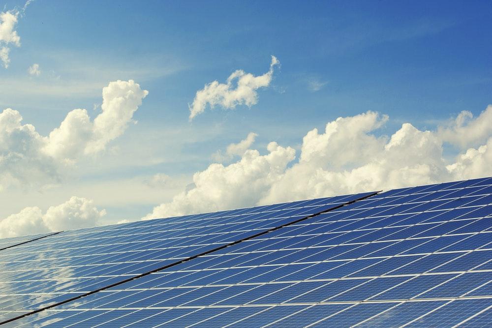 Zonnepanelen schoonmaken? Tips voor een 'stralend' resultaat!