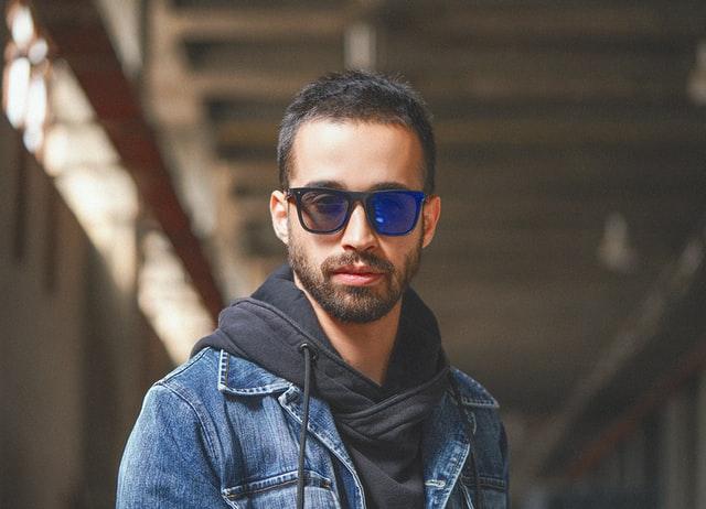 Vierkante zonnebril mannen trend